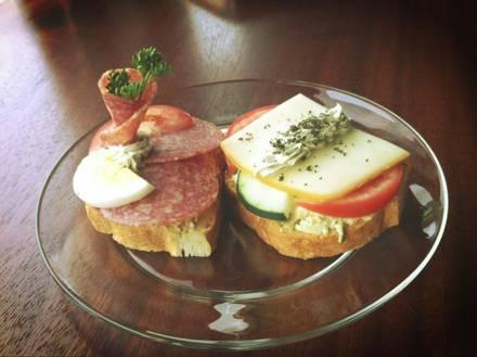 Duran European Sandwiches & Cafe best fried chicken in chicago;