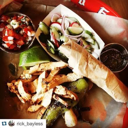 Cervecería Cruz Blanca best fried chicken in chicago;