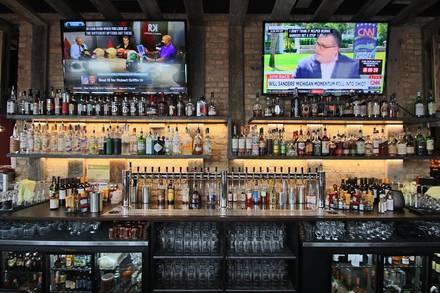 Replay Beer & Bourbon Andersonville best italian restaurant in chicago;