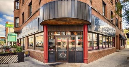 Demera Ethiopian Restaurant best fried chicken in chicago;