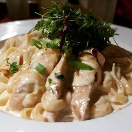 DrinkHaus Supper Club best german restaurants in chicago;