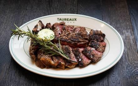 Taureaux Tavern best chicago rooftop restaurants;