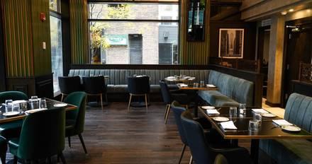 Taureaux Tavern best french bistro chicago;
