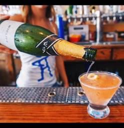 Stretch Bar & Grill best french bistro chicago;