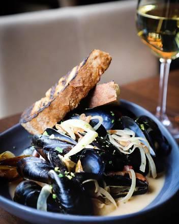 Walton Street Kitchen + Bar best greek in chicago;