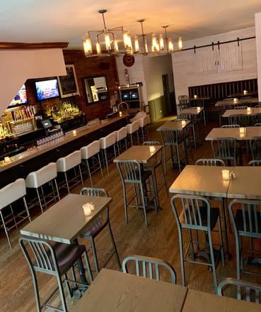 Wells on Wells best chicago rooftop restaurants;