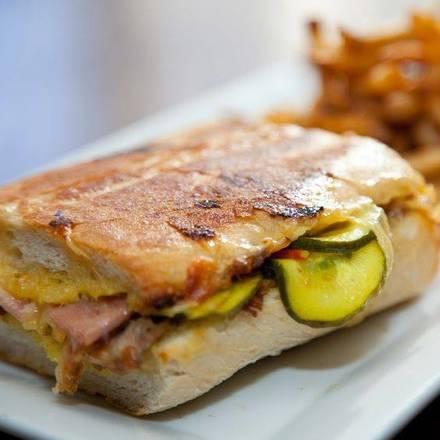 Commonwealth Tavern best german restaurants in chicago;