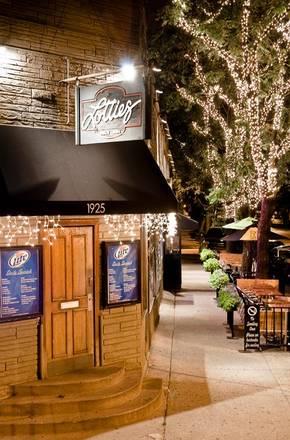 Lottie's Pub best restaurant chicago;