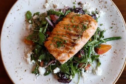 676 Restaurant & Bar best fried chicken in chicago;
