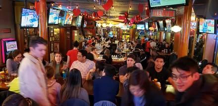 Hawkeye's Bar & Grill best italian restaurant in chicago;