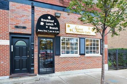 Sweet Maple Cafe best fried chicken in chicago;