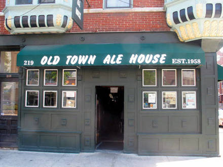 Old Town Ale House best chicago rooftop restaurants;