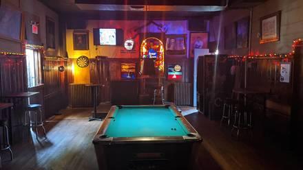Inner Town Pub best greek in chicago;
