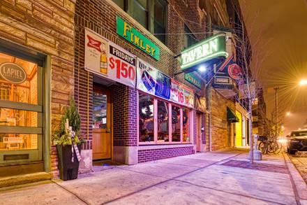 Finley Dunne's Tavern best fried chicken in chicago;