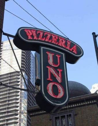 Pizzeria Uno best chicago rooftop restaurants;