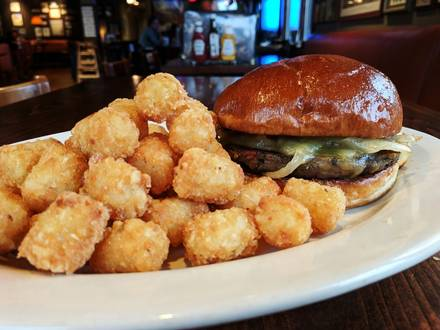Daily Bar & Grill best comfort food chicago;