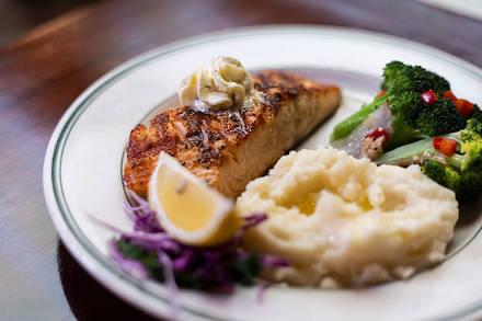 Huber's Restaurant USA's BEST STEAK RESTAURANTS 2021;